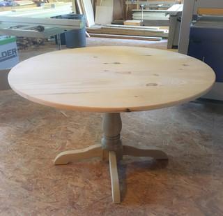 Hampton Pedestal Dining Table