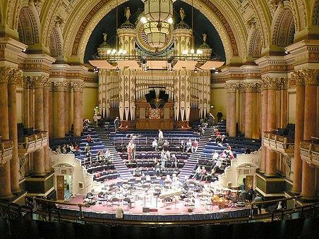 Victoria_Hall,_Leeds_Town_Hall_-_geograp