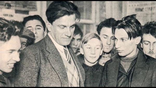 Раскрытие тайны Цареубийства, Владимир Маяковский в Екатеринбурге
