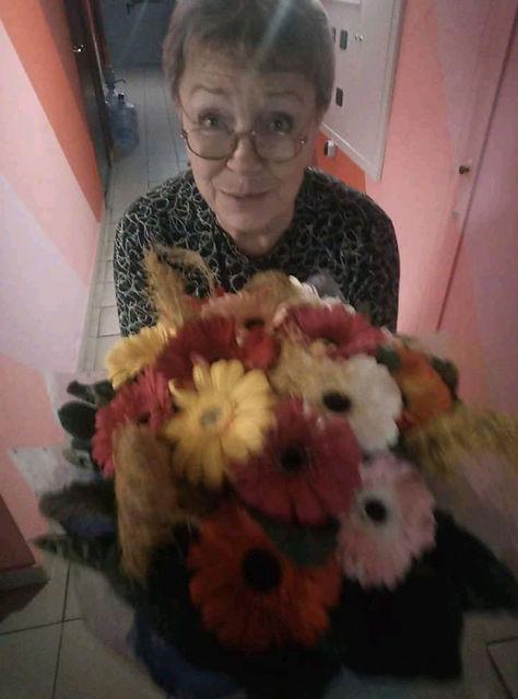 Ольяга Рябова с цветами.jpg