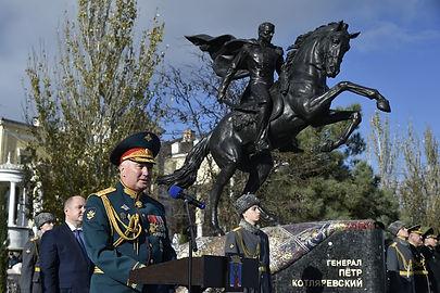 Памятник_Петру_Котляревскому_в_Феодосии_