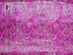 Парча Огурцы Серебро на розовом