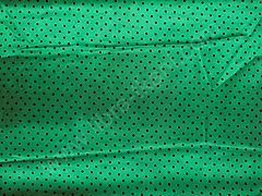 Атлас-горох 3 мм Черный на зеленом