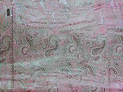 Парча Огурцы Серебро на светло-розовом