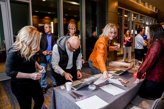 20191205-momentum-cancer-cares-auction-2