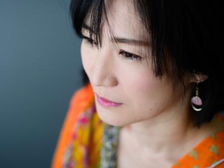 Tomoko:日本酒好きなナレーターTomokoです。聴いている方の気持ちを和ませるナレーションが得意です。