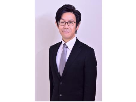 近藤 隆幸:企業様のブランド力をアップさせる低音ナレーター