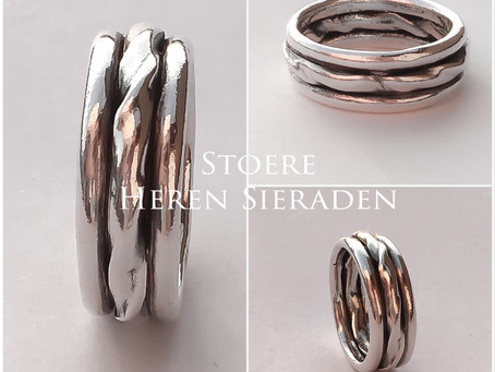 Zilveren sieraden maken voor heren in een workshop met zilverklei
