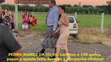 Prefeito de Mampituba toma posse vestindo saia para pagar aposta de campanha