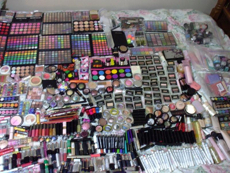 Photo Credit: http://eruwaedhielelleth.deviantart.com/art/my-makeup-hoard-439634357