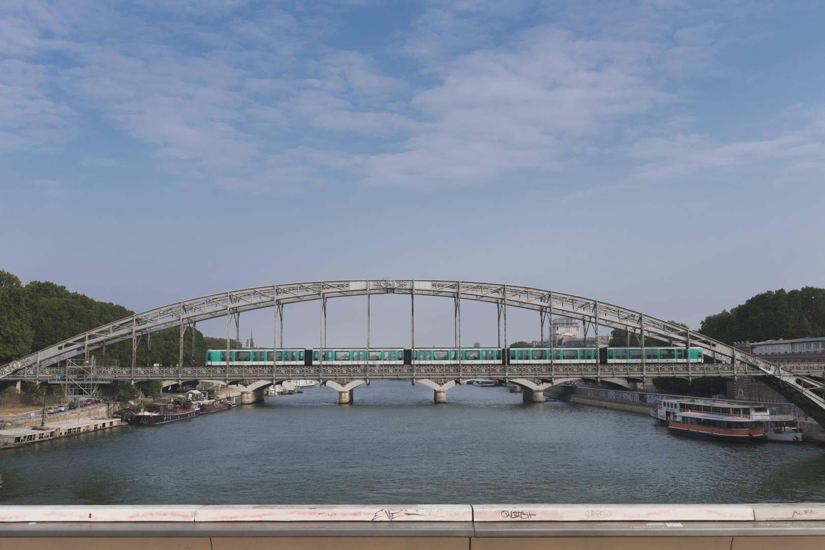 Métro over the Seine