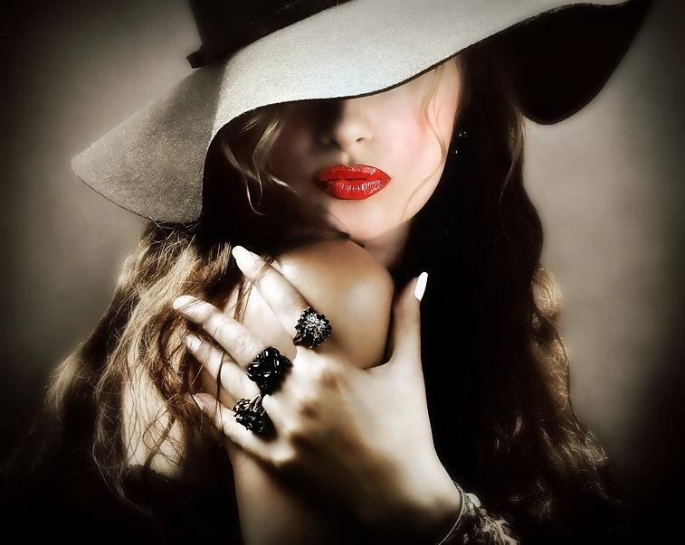 red lips hair hat rings.jpg