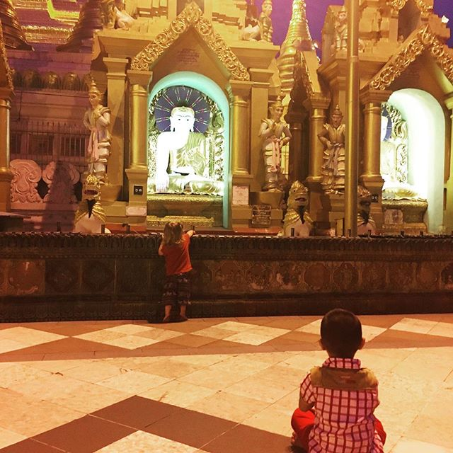 Taking in Buddha at ShwedagonPagoda