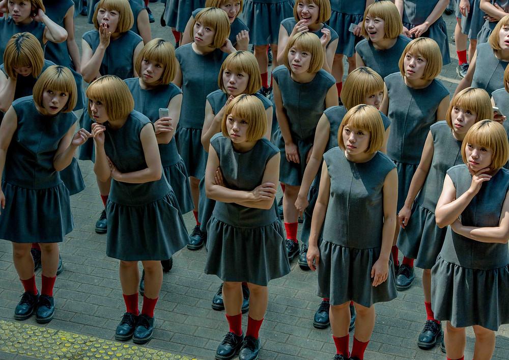 1_monodramatic/crowd.jpg