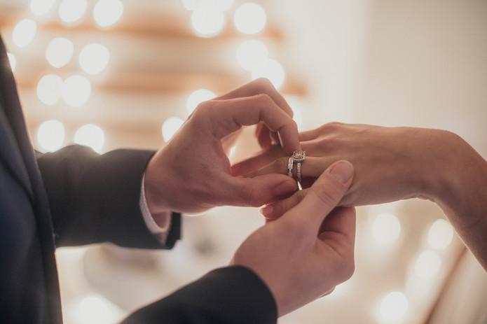 Prostě šťastná chvíle výměny prstenů