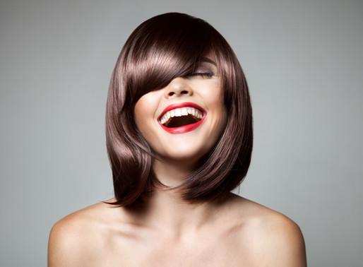 Diferencias entre pelucas de cabello natural y sintético