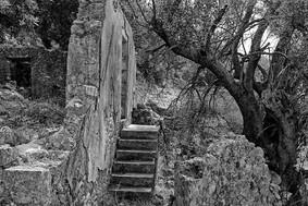 earthquake ruins in kefalonia
