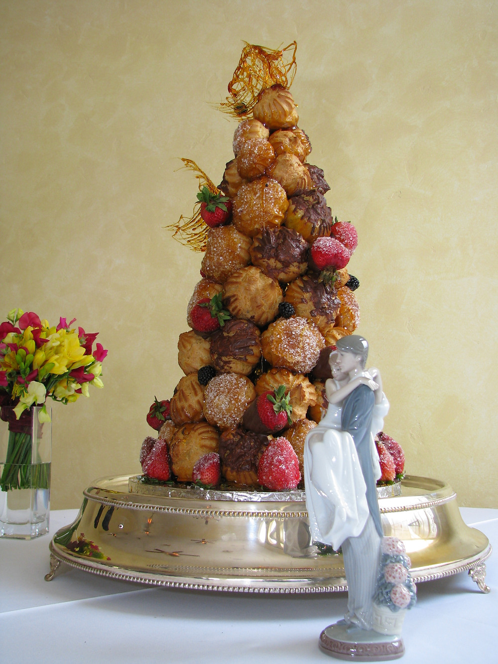 croquembouche, traditional french wedding cake