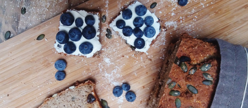 Glutenvrije rozijnen-notenbrood
