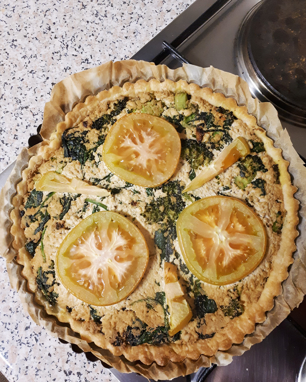 vegan quiche with tofu, broccoli and spinch
