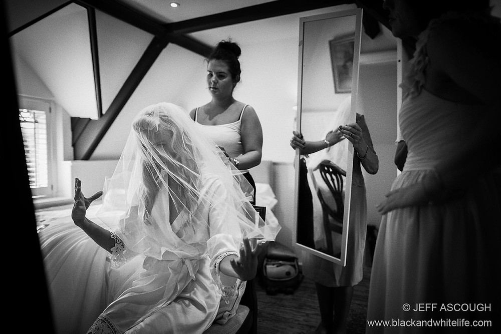 bride-with-veil-24mm