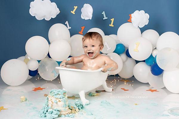 cake smash splashing.jpg