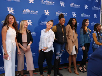 UK Basketball Teams Walk the Blue Carpet