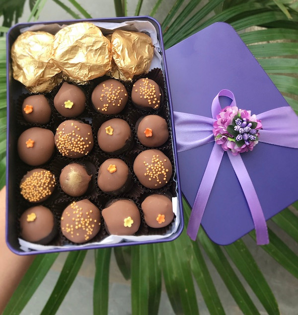 Blossoms Box with Chocolate Truffles