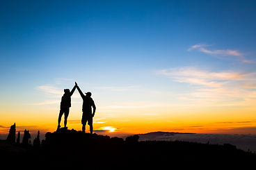 couple-hikers-success-concept-in-mountai
