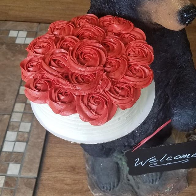 Vanilla cake with Raspberry roses