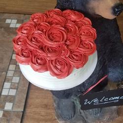 Vanilla cake with Raspberry roses