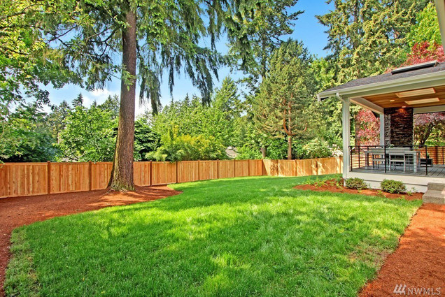 Wood Fence Installation in Mercer Island, Washtington