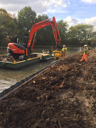 wide beam digger pontoon with 8t excavat