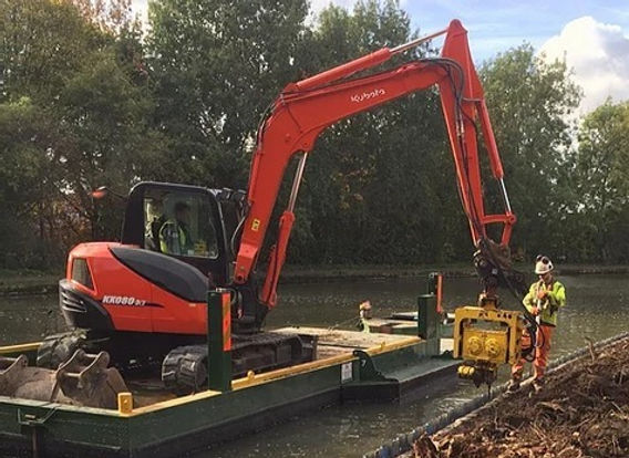 wide beam digger pontoon with 8t excavat