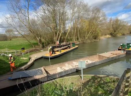 Wide Beam Crane Boat in Action !
