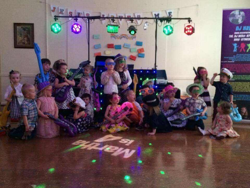 Kids DJ - Group photo in hall