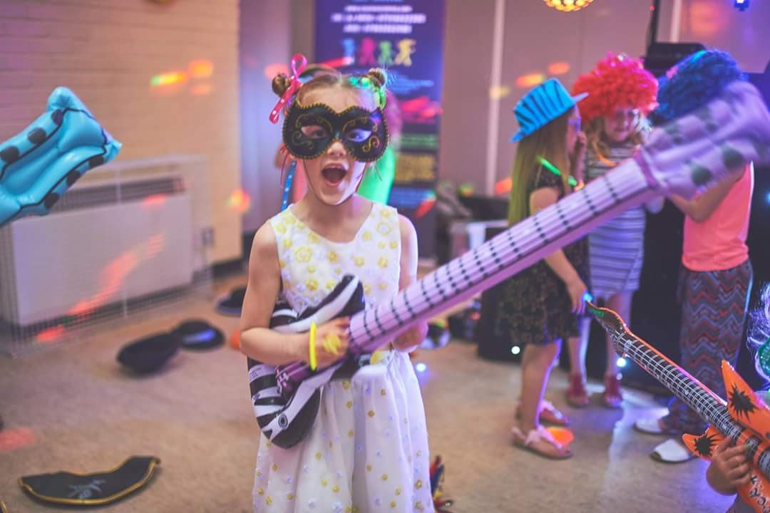 Kids DJ - Props and guitars