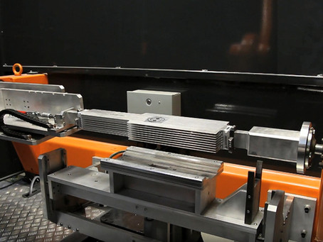 オリジナル開発・製造のレーザー発振器