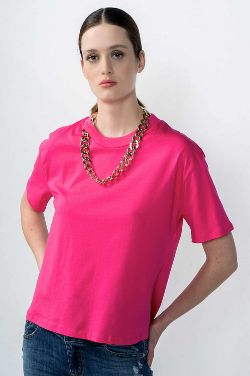 T-shirt with chain