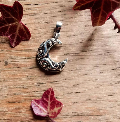 Silver Pattern Crescent Moon Pendant