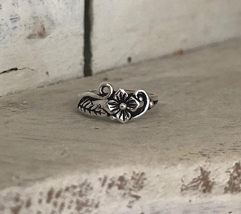 Elegant Flower Silver Toe / Midi Ring