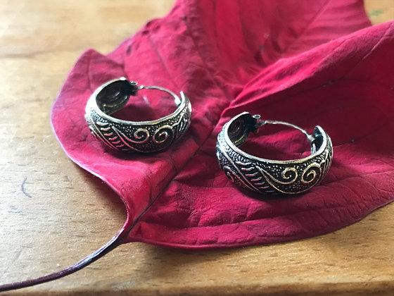 Swirl medium size cuff ear hoops