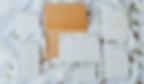 Papelaria de casamento rústica com folhagem e envelope papel kraft