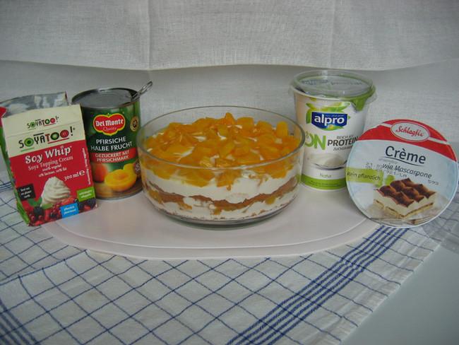Schichtdessert mit Pfirsichen