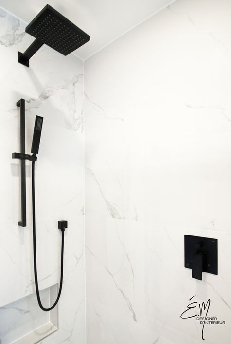 Douche avec céramique grand format