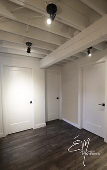 Plafond du sous-sol avec structure apparente