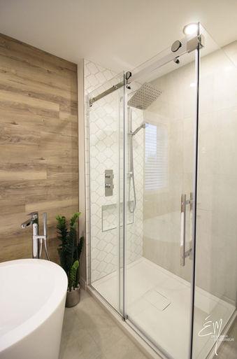 Mur de Vinyle et douche en céramique