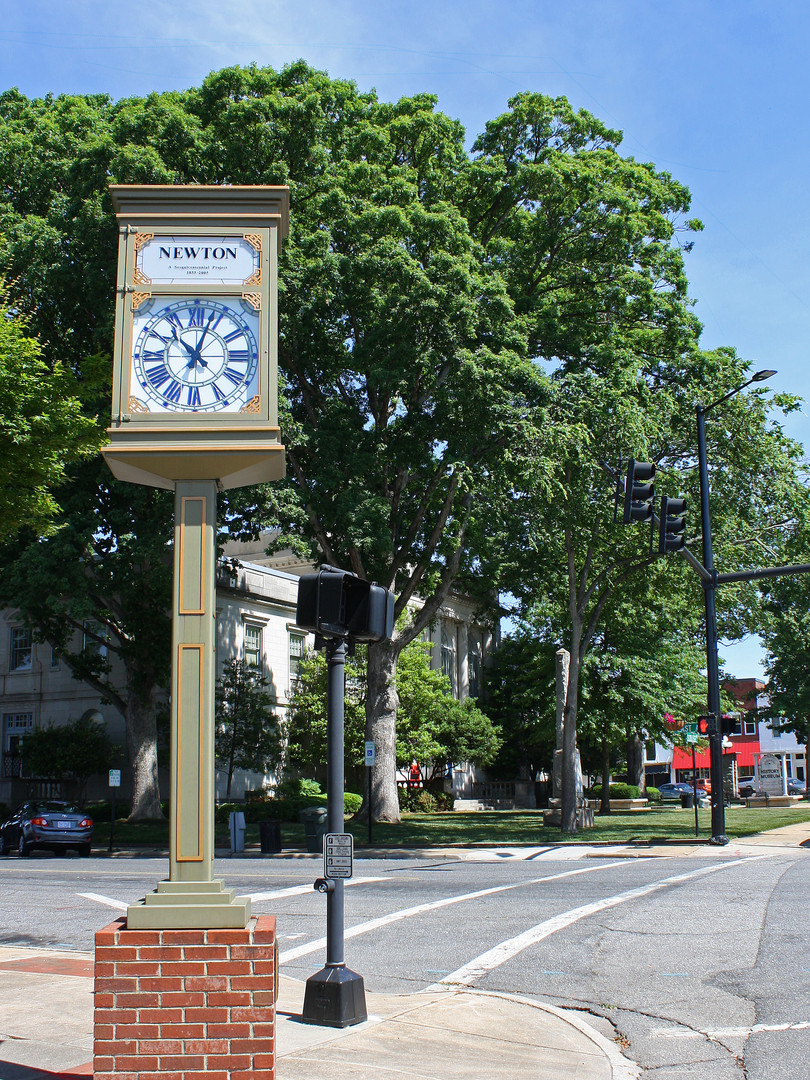 Newton Clock on the Square