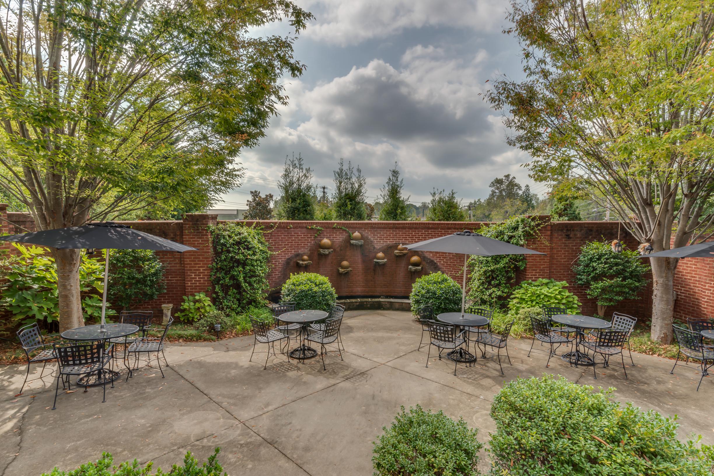 Courtyard area at Firehouse Inn