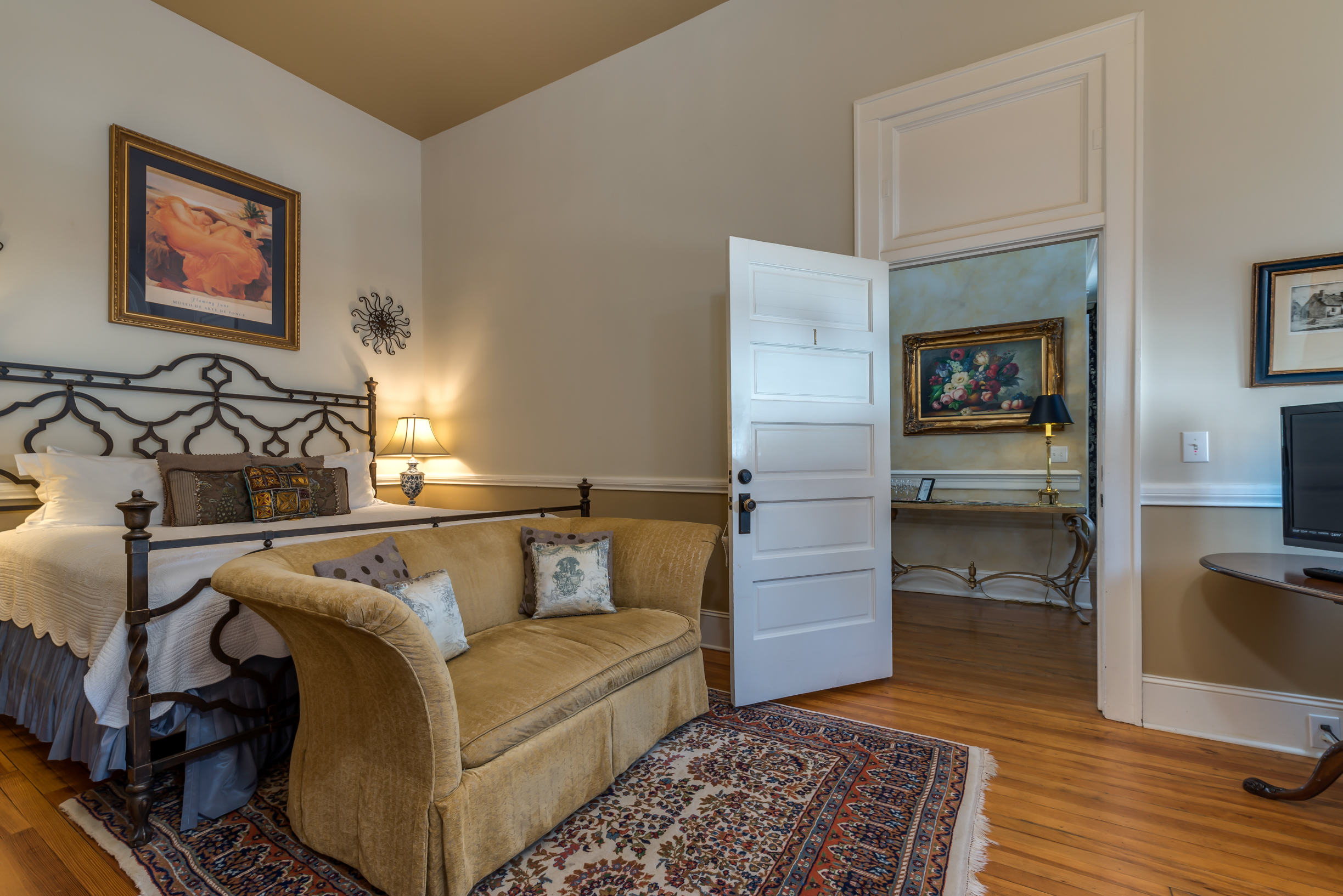 Guest Room with Couch